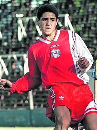 camiseta-Riquelme-inferiores-Argentinos-archivo_CLAIMA20120706_0038_19